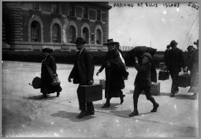 Arriving at Ellis Island, 1907 Photo courtesy Library of Congress Prints and Photographs Division Washington, D.C. http://www.loc.gov/pictures/item/97519082/
